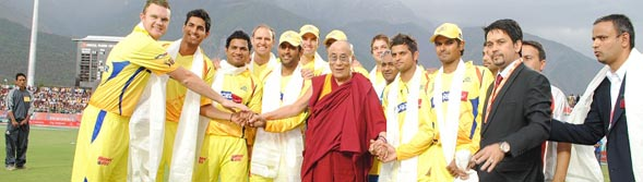 CSK-IPL-IN-DHARMSHALA-WITH-DALAI-LAMA-wallpaper-wp5404301