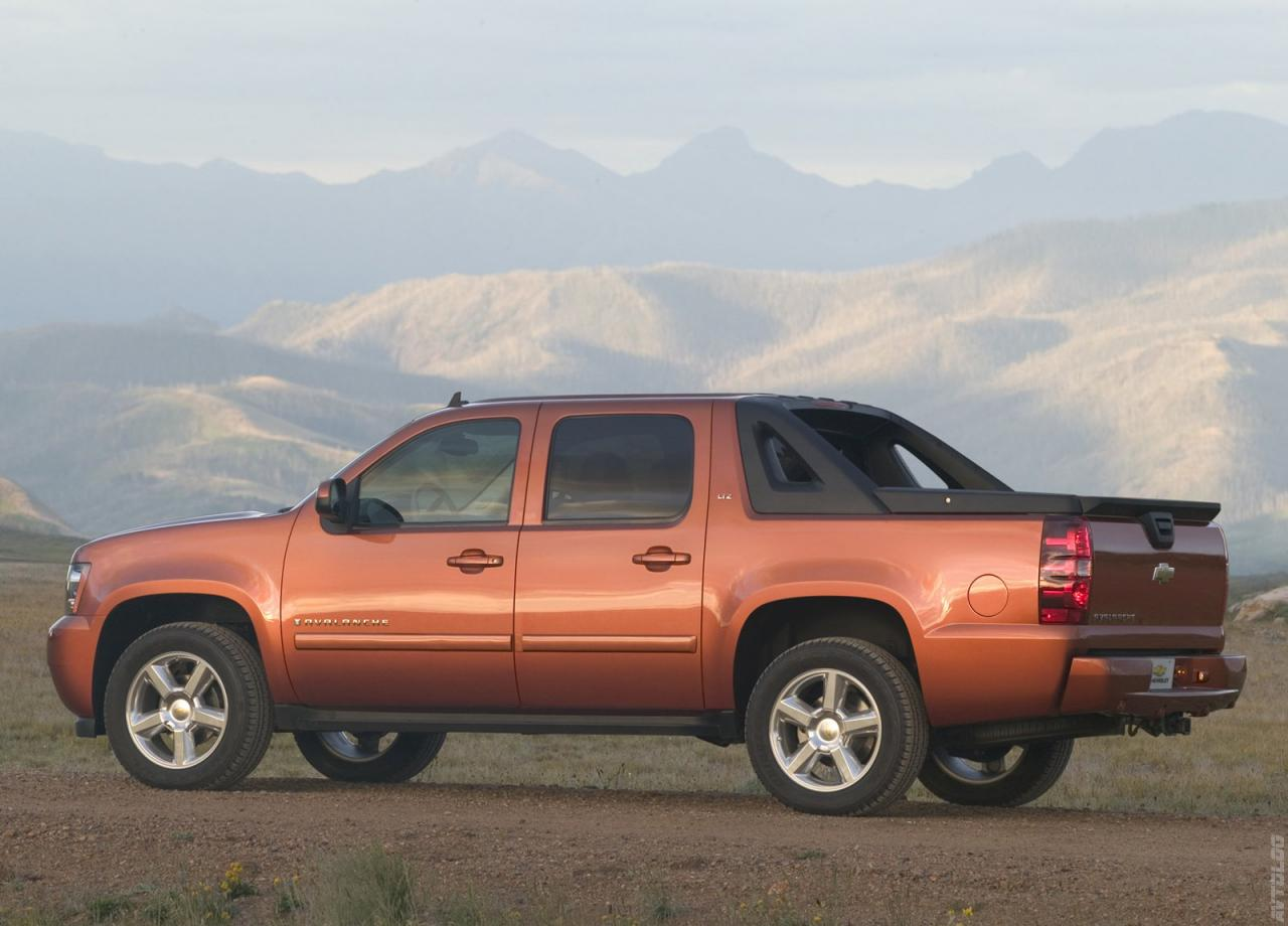 Chevrolet-Avalanche-LTZ-wallpaper-wp46038-1