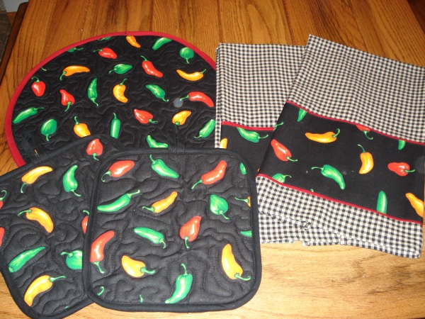 Chili-Peppers-hot-pads-tortilla-warmer-and-towels-set-I-made-for-my-sister-in-law-So-easy-wallpaper-wp5804553