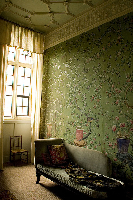 Chinese-in-the-King-s-Room-at-Broughton-Castle-Oxfordshire-England-wallpaper-wp424517