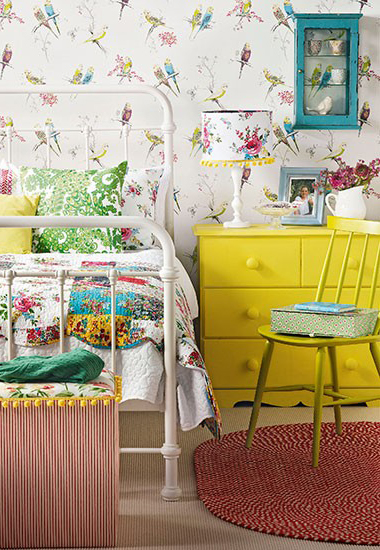Chirpy-used-here-in-this-Vintage-eclectic-bedroom-wallpaper-wp5603850