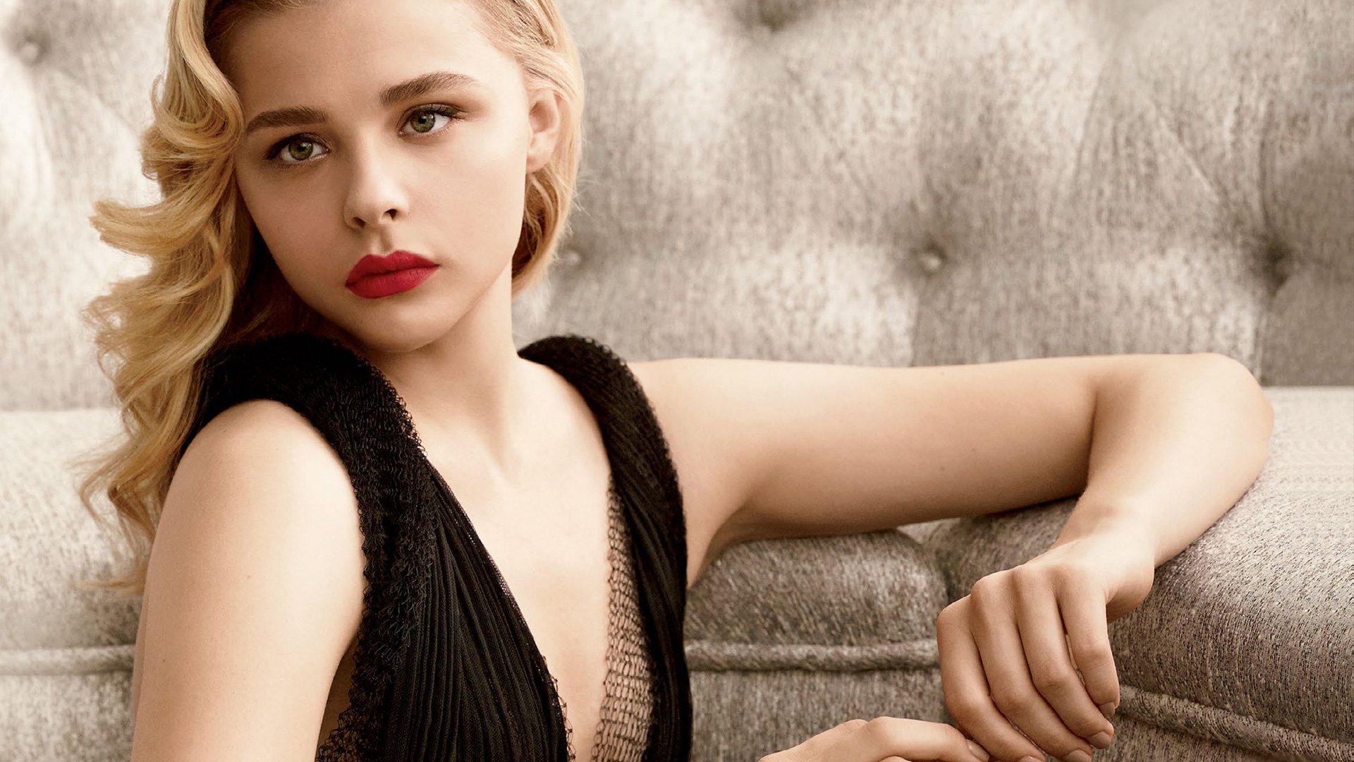 Chloe-Moretz-defends-her-attack-on-THAT-Kim-Kardashian-selfie-claiming-people-are-missing-the-b-wallpaper-wp3403888