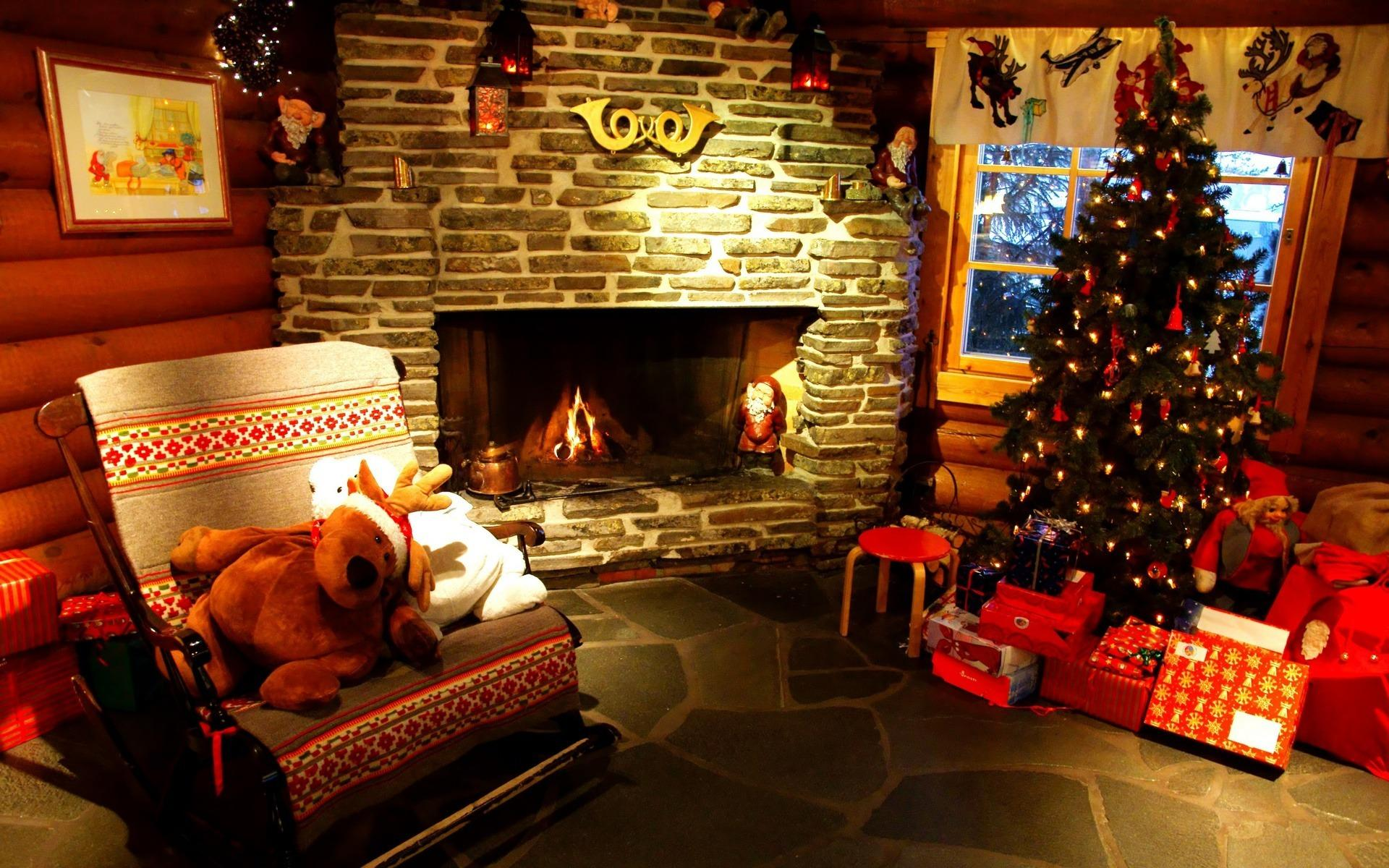 Christmas-Tree-and-Fireplace-Wallpaper-wallpaper-wp4805288