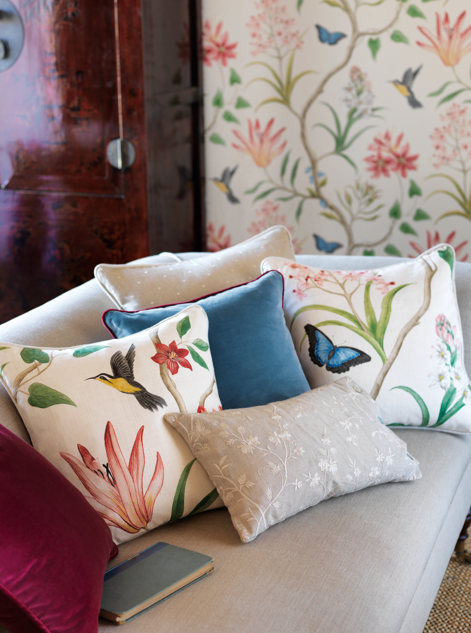 Clementine-cushions-wallpaper-wp5006125