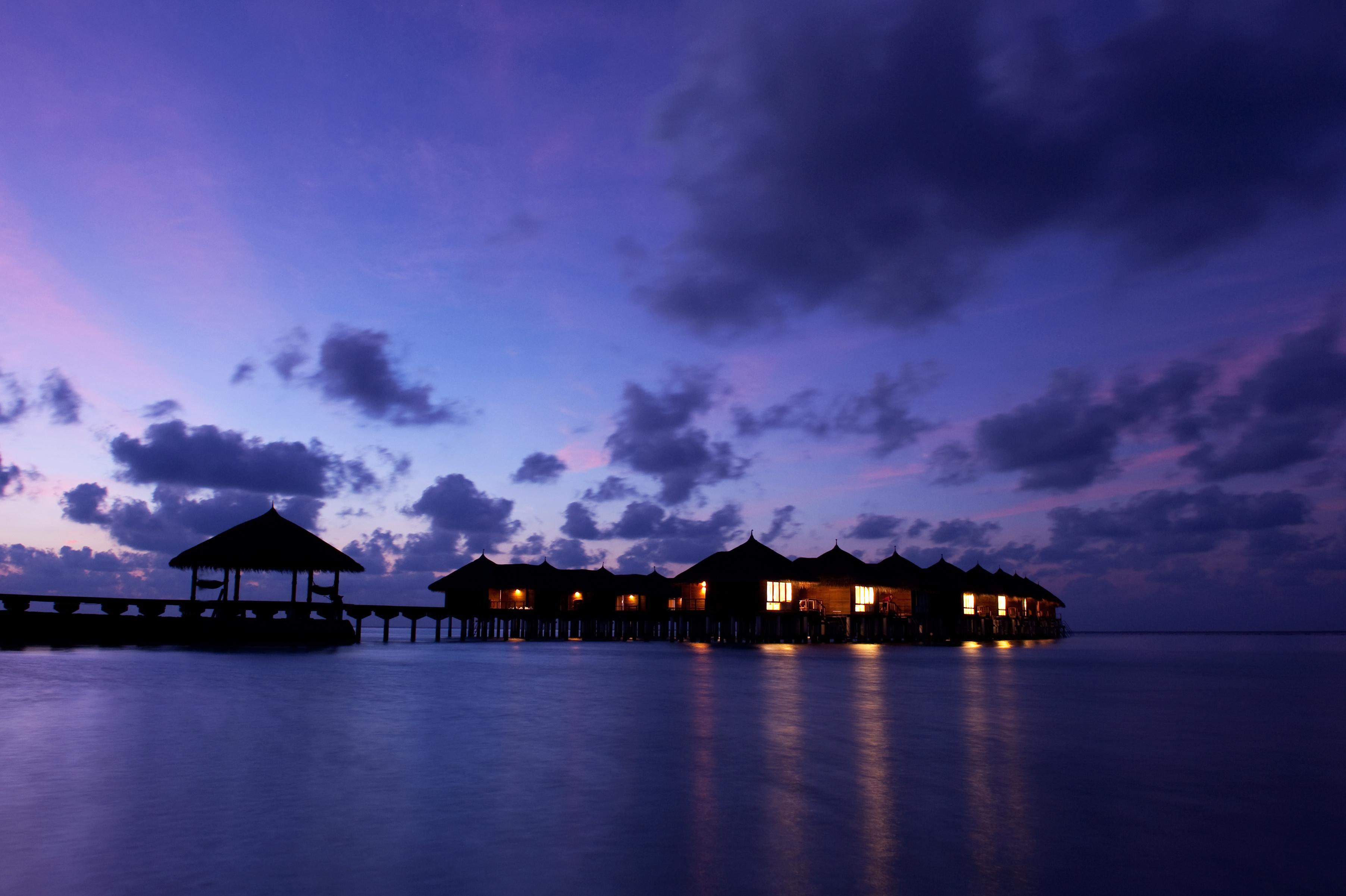 Cottages-on-Maafushivaru-island-wallpaper-wp5604045