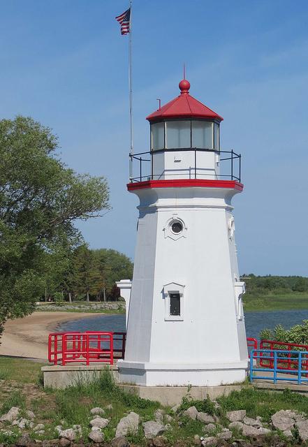 Crib-Lighthouse-Cheboygan-Michigan-by-Karl-Agre-M-D-via-Flickr-wallpaper-wp424733
