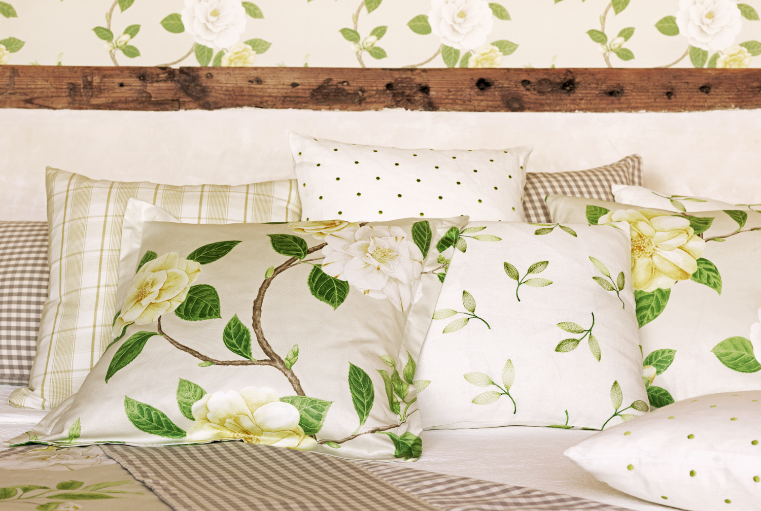Cushions-Christabel-wallpaper-wp5006371