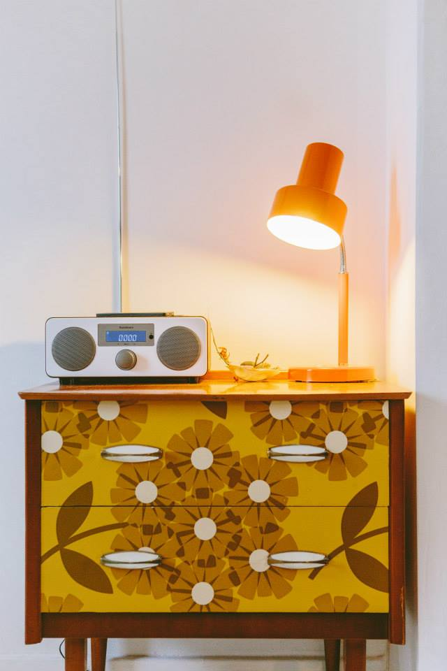 Cute-chest-of-drawers-re-invented-with-a-s-style-print-wallpaper-wp4805633