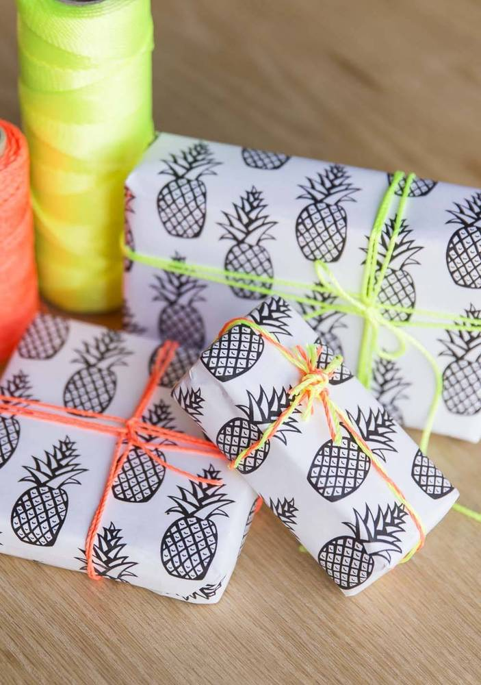 DIY-Free-Printable-Pineapple-Wrapping-Paper-wallpaper-wp4605415