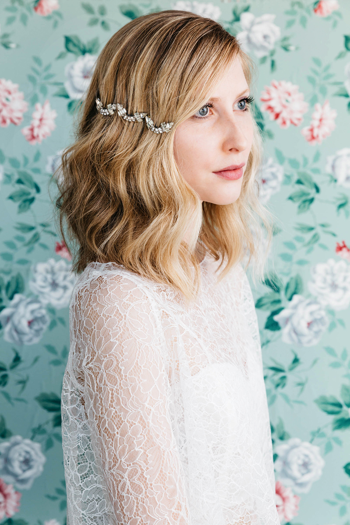 DIY-Hair-Accessories-With-Vintage-Jewelry-Vintage-Backdrop-Wedding-Photos-wallpaper-wp6002987