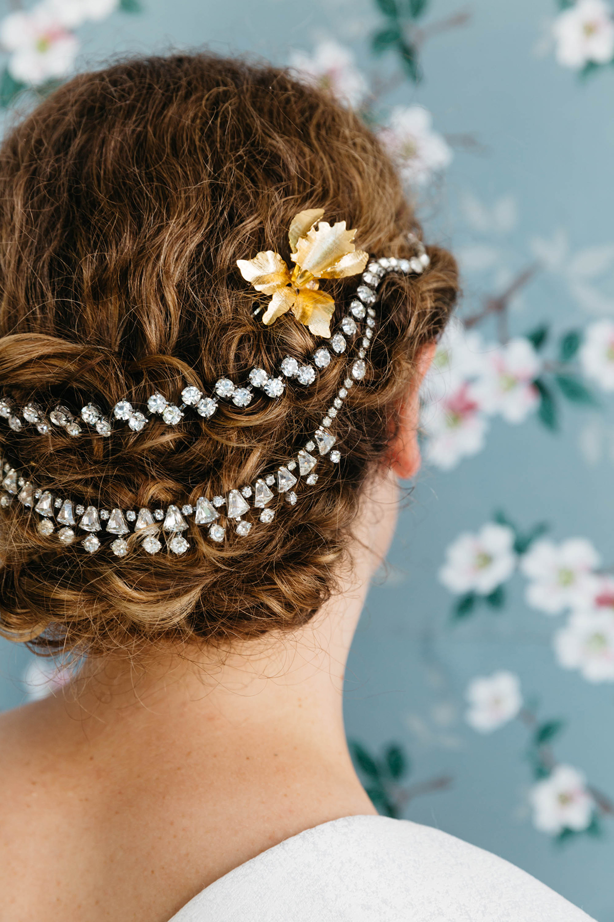 DIY-Hair-Accessories-With-Vintage-Jewelry-wallpaper-wp6002988