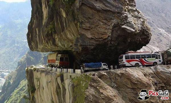 Dangerous-Road-in-Himachal-Pradesh-wallpaper-wp5404386