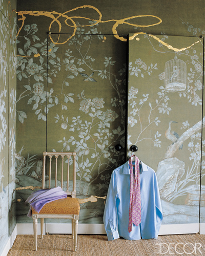 Decorator-Jeffrey-Bilhuber-chose-a-hand-painted-de-Gournay-with-a-garden-motif-for-the-clo-wallpaper-wp5205701