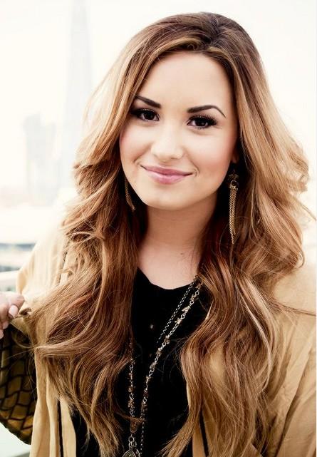 Demi-Lovato-Hairstyles-Prretty-Curls-wallpaper-wp3404540