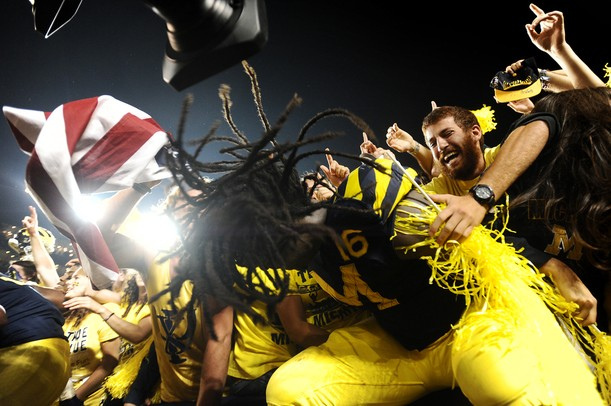 Denard-Robinson-Michigan-Family-Photo-looks-like-bassnectar-wallpaper-wp5805027