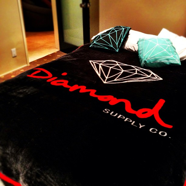 Diamond-supply-co-Bed-set-wallpaper-wp5404539