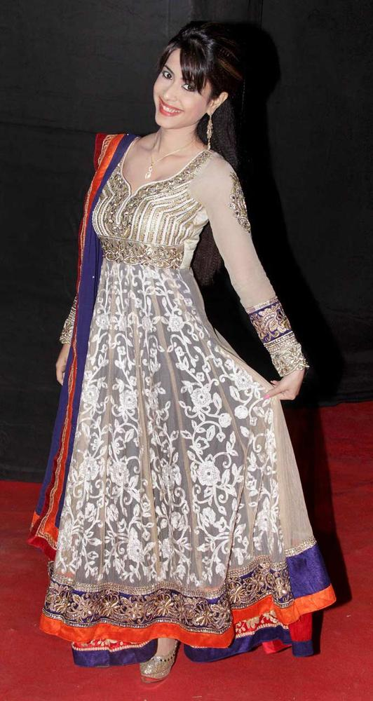 Dimple-Jhangiani-at-the-third-edition-of-the-Colors-Golden-Petal-Awards-Fashion-Style-Bollywood-wallpaper-wp5205811