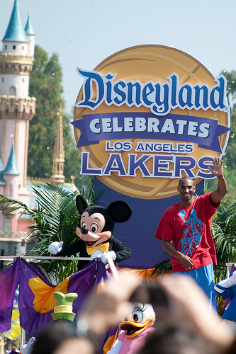 Disneyland-Hosts-Victory-Parade-for-Los-Angeles-Lakers-wallpaper-wp4805959