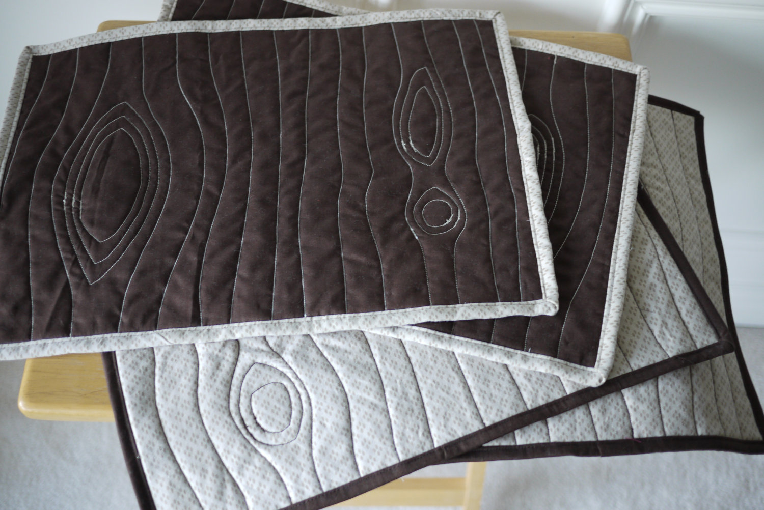 Eco-friendly-quilted-placemats-with-stitched-wallpaper-wp6003164