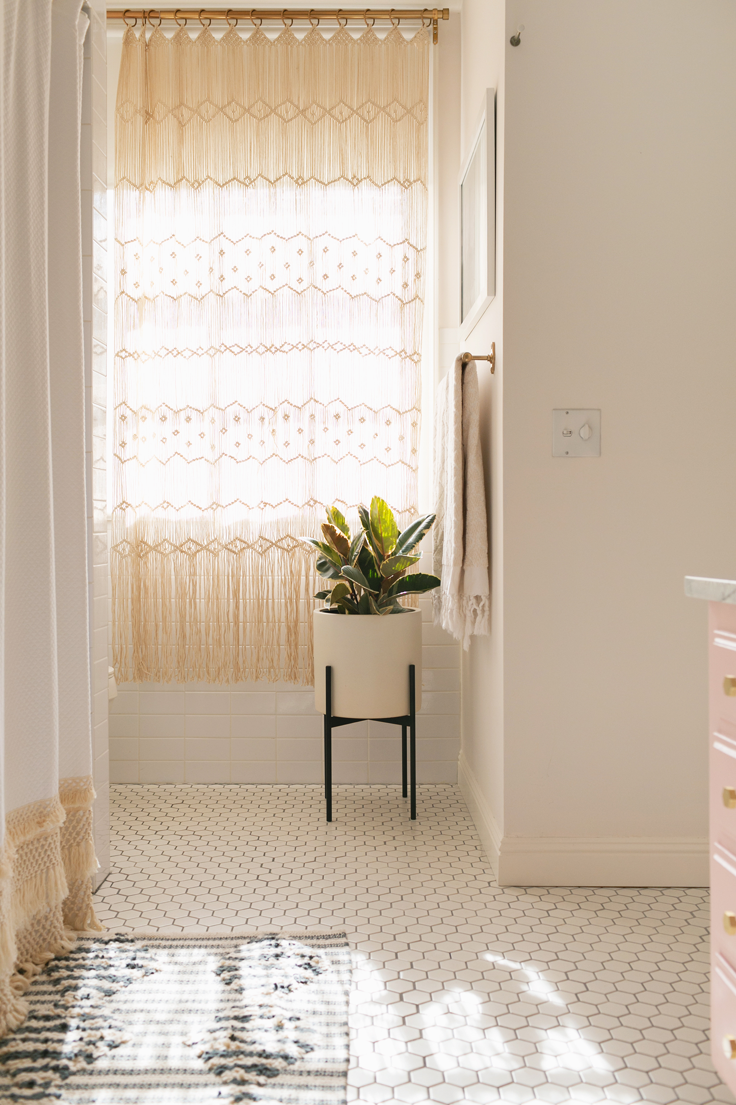 Neutral shower curtains