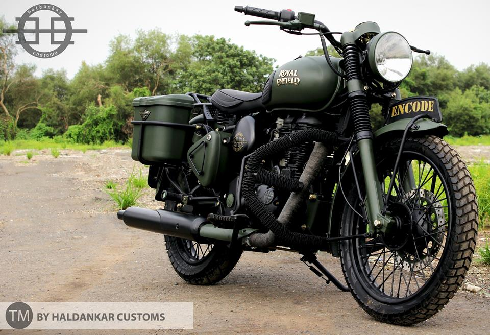 Encode-Beautifully-painted-Military-Green-Royal-Enfield-Classic-CC-com-wallpaper-wp4806206