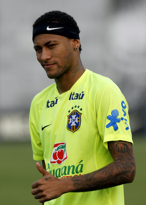 FanZentrale-Neymar-Training-session-in-Sao-Paulo-Photos-by-wallpaper-wp5404914