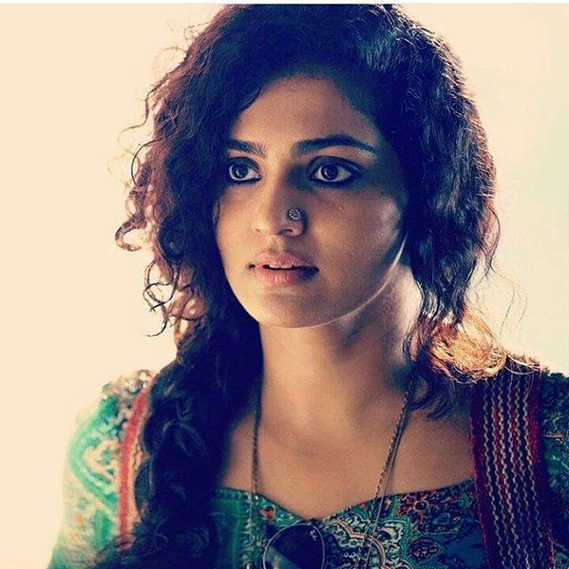 Fashion-inspiration-Parvathy-in-her-role-as-Tessa-from-the-Malayalam-movie-Charlie-Special-mentio-wallpaper-wp4806352