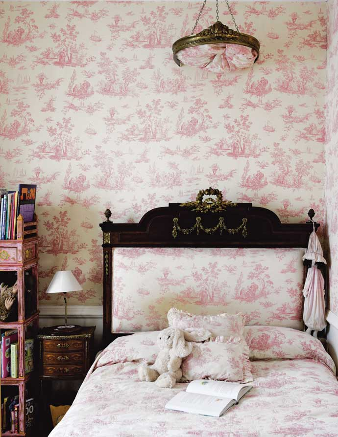 French-Inspired-and-fabric-combo-wallpaper-wp4407246