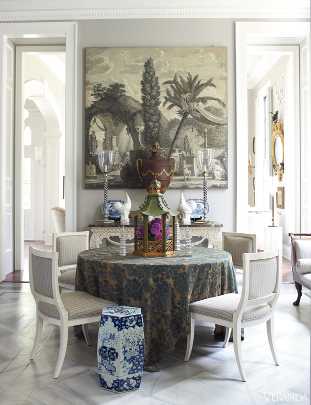 Furlow-Gatewood-Candlesticks-and-console-all-Rosselli-Grisaille-panel-tole-urn-and-gar-wallpaper-wp5405165