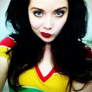 Grace-Phipps-as-Snow-White-Snow-White-and-the-Seven-Dwarfs-wallpaper-wp4005058