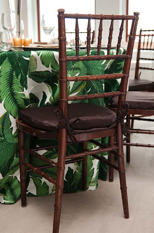 Green-banana-leaf-print-table-cloth-and-chiavari-chairs-at-this-real-wedding-wallpaper-wp4806968