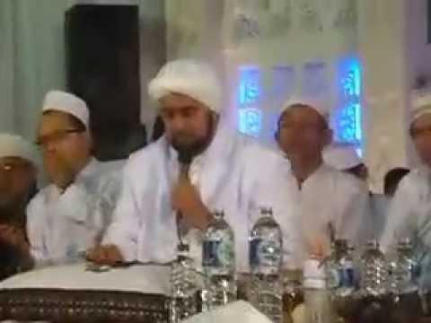 Habib-Syech-Abdurrahman-El-Habsyi-Darbuka-Sholli-Wasallimda-wallpaper-wp3006367-1