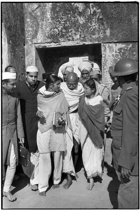 Henri-Cartier-Bresson-INDIA-Delhi-GANDHI-leaving-Meherauli-a-Moslem-shrine-This-is-one-of-wallpaper-wp4606719