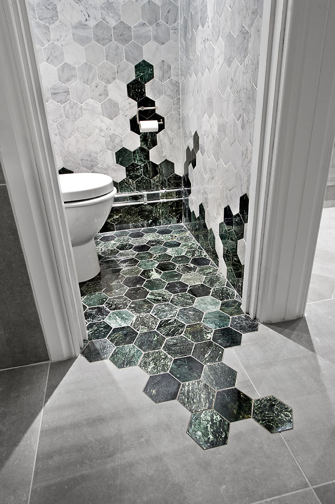Hexagon tiles are one of the freshest new trends in for Bathroom traduction