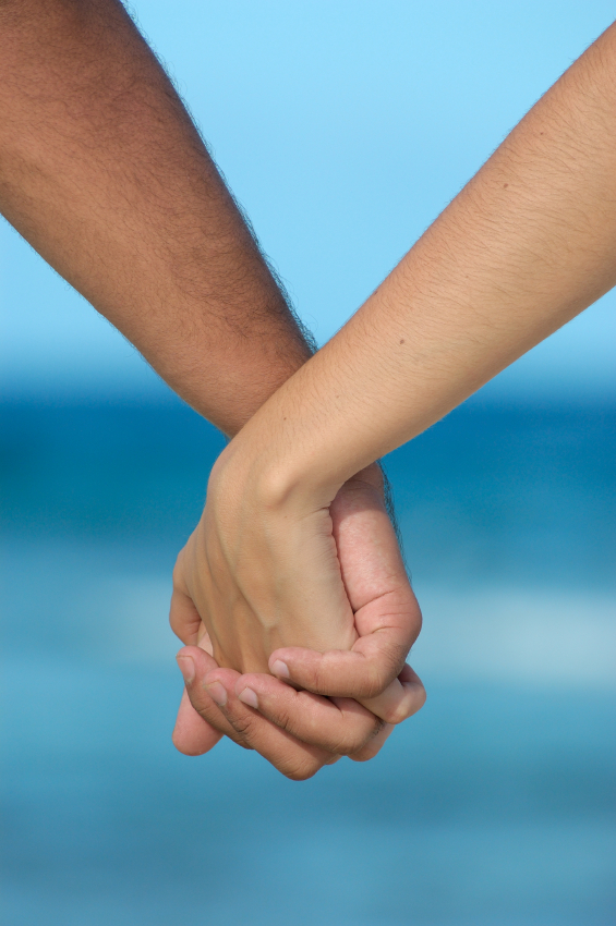 Holding-Hands-wallpaper-wp5201903