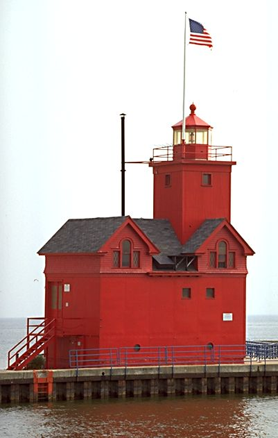 Holland-Harbor-Lighthouse-Holland-Michigan-was-built-in-reflecting-the-Dutch-influence-in-th-wallpaper-wp426196