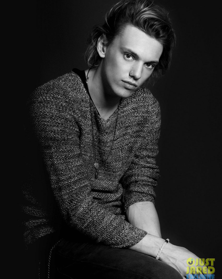 Jamie-Bower-Campbell-Chic-wallpaper-wp5208096