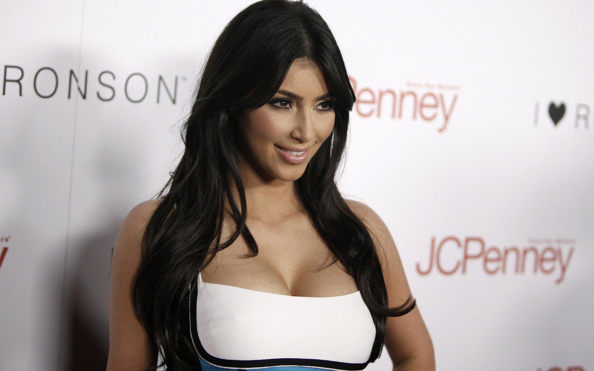 Kim-Kardashian-for-iPhone-%C3%97768-Kim-Kardashian-Picture-wallpaper-wp340274