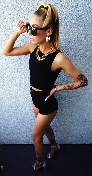 Lil-Debbie-black-gold-wallpaper-wp5208768