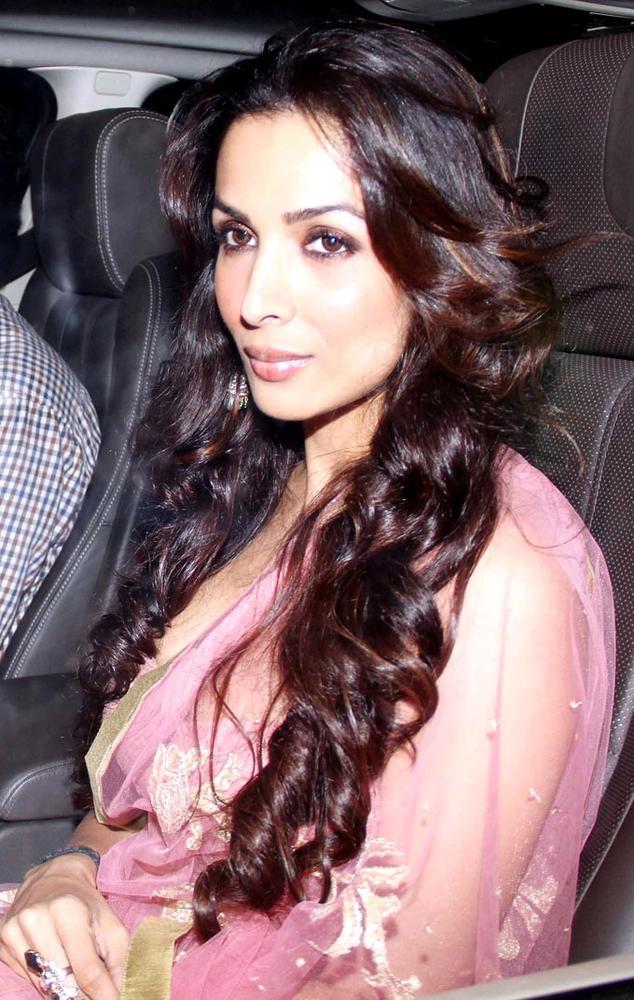Malaika-Arora-Khan-arriving-at-Shah-Rukh-Khan-s-Eid-bash-Bollywood-Fashion-Style-wallpaper-wp5209121
