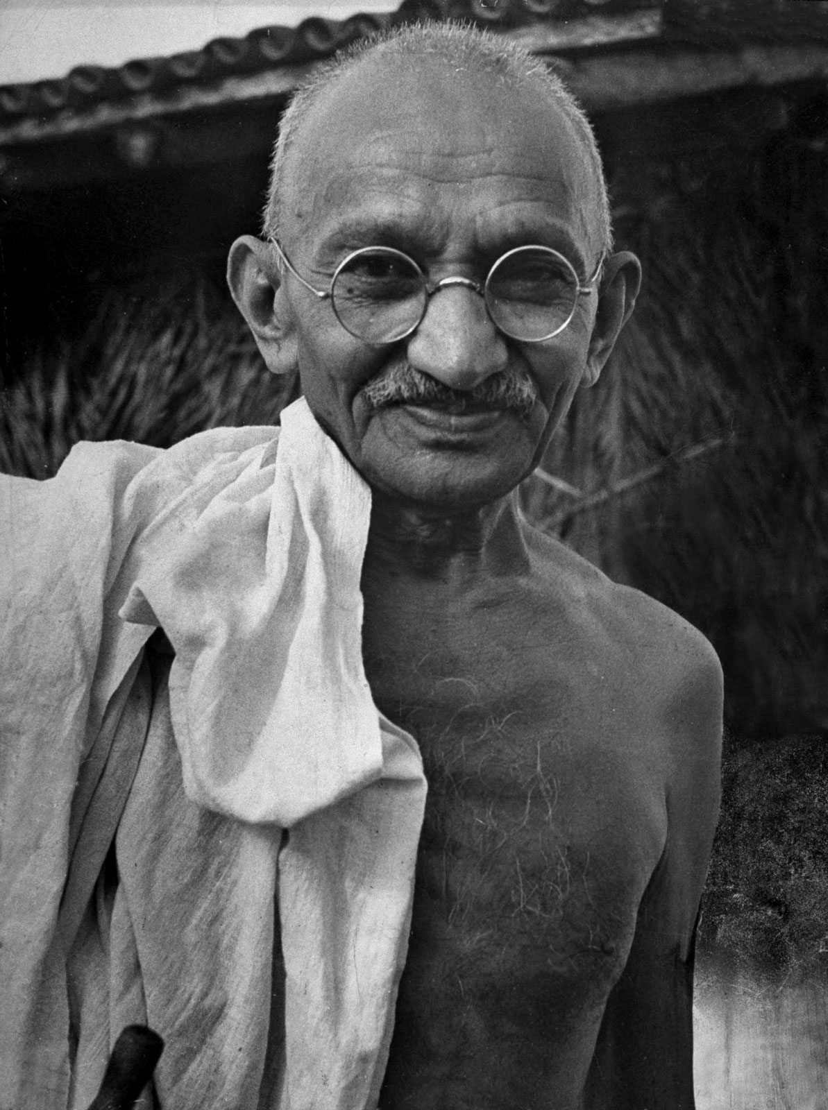 Mohandas-Karamchand-Gandhi-commonly-known-as-Mahatma-Gandhi-was-the-preeminent-leader-of-Indian-na-wallpaper-wp4608377