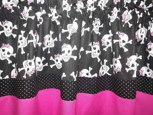 Monster-High-Theme-Skullettes-Girls-Bedroom-Window-Curtain-Valance-wallpaper-wp5606836