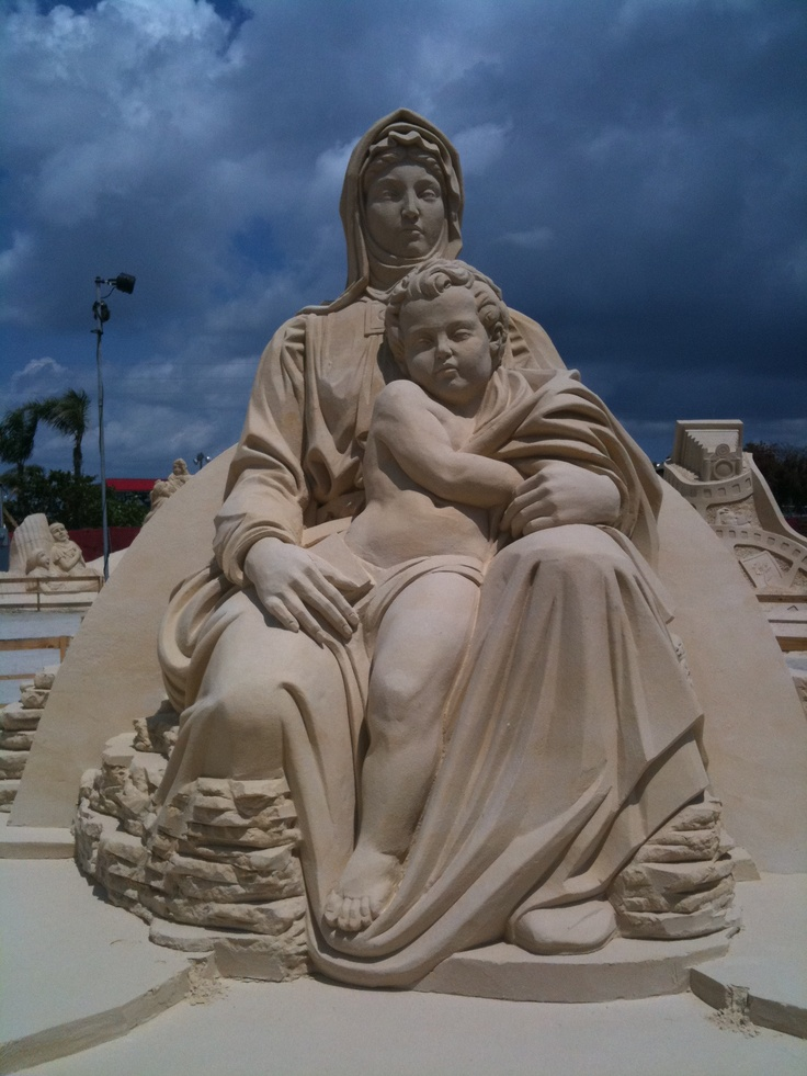 Mother-and-child-amazing-sand-sculpture-wallpaper-wp3008692