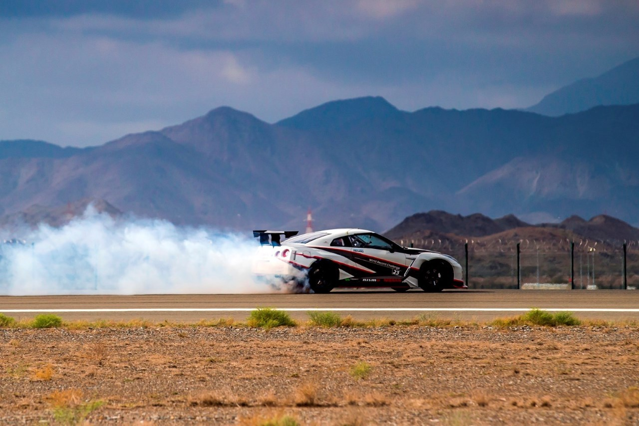 Nissan-GT-R-Nismo-World-Record-Drift-wallpaper-wp580769