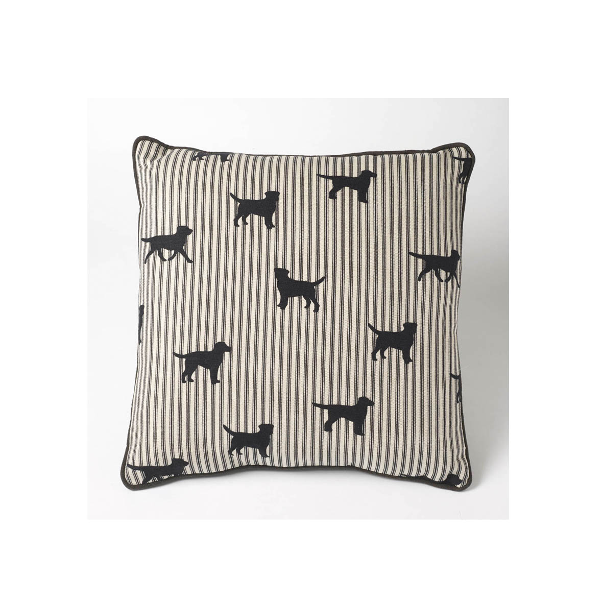 Piped-Labrador-cushion-wallpaper-wp428433