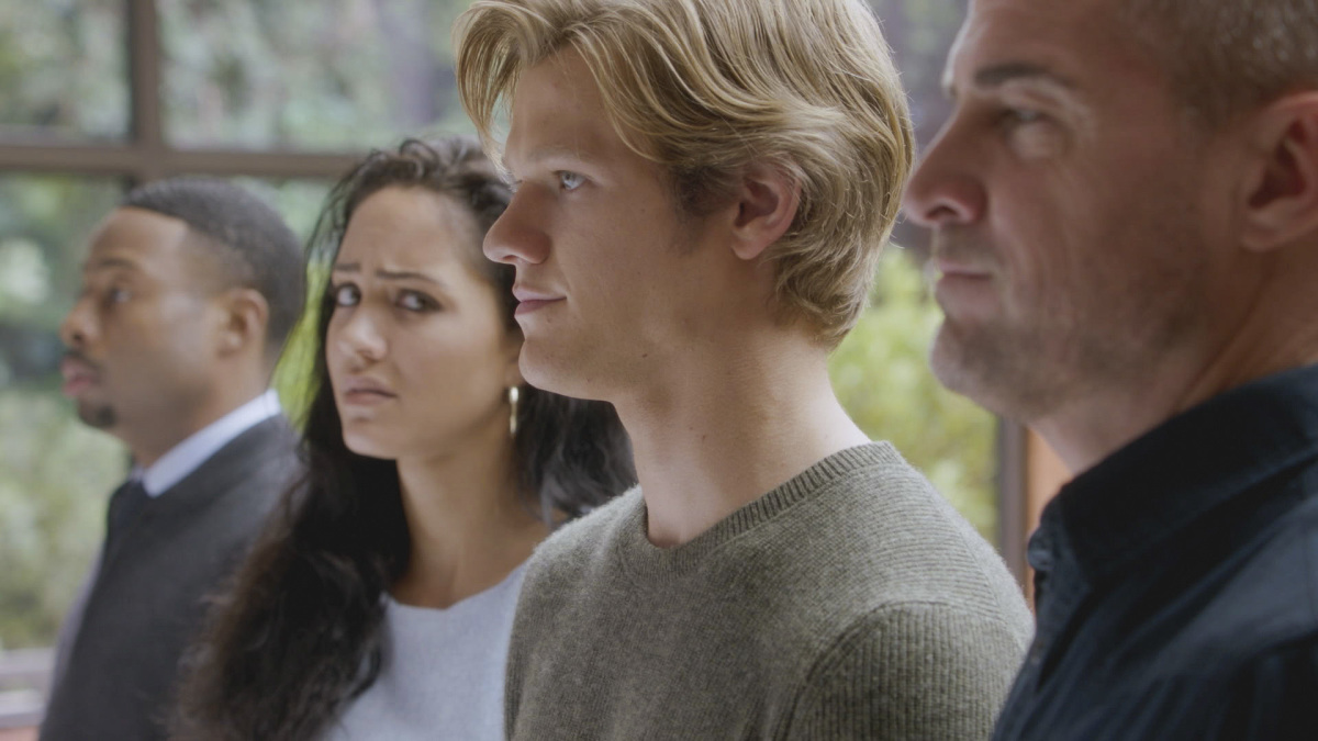 Sandrine-Holt-George-Eads-Tristin-Mays-and-Lucas-Till-in-MacGyver-wallpaper-wp520587