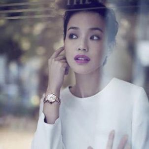 Shu-Qi-Fronts-LVCEA-Timepieces-Campaign-for-BVLGARI-SENATUS-wallpaper-wp48010502