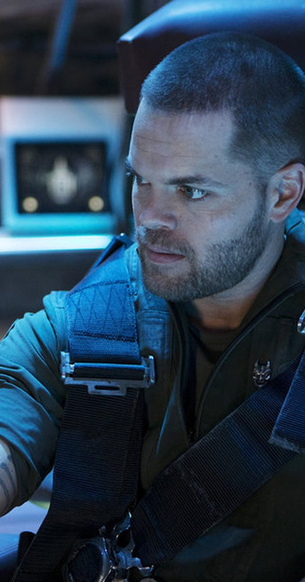 Still-of-Wes-Chatham-in-The-Expanse-TV-Series-wallpaper-wp44011631-1
