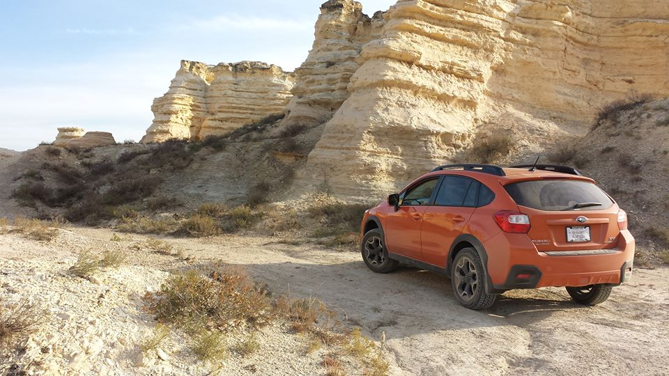 Subaru-Crosstrek-in-the-desert-wallpaper-wp52011354
