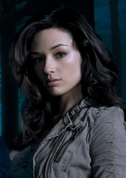 Teen-Wolf-Allison-Argent-is-played-by-Crystal-Reed-wallpaper-wp4007848-1
